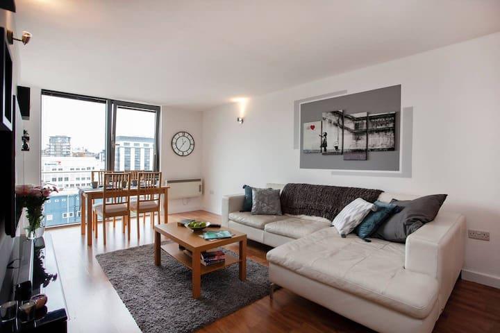 City Centre Apartment - Perfect City View