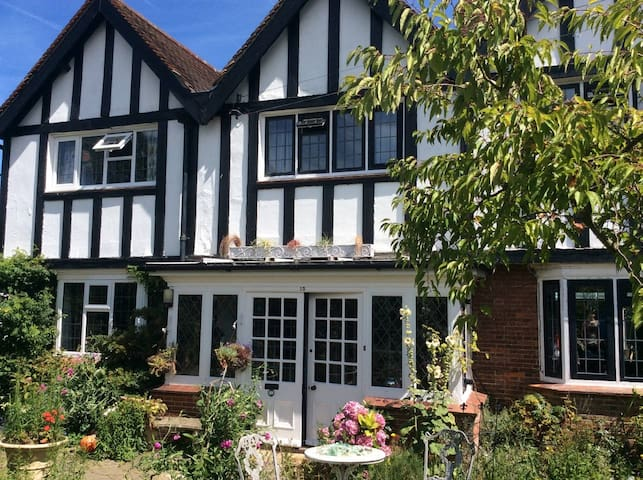"""Spacious, sunny, family home by the Sea """"Westcott"""" - Margate - Hus"""