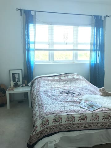 Beautiful Master bedroom near Beach - North Miami - Appartement