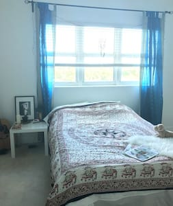 Beautiful Master bedroom near Beach - North Miami - Apartamento