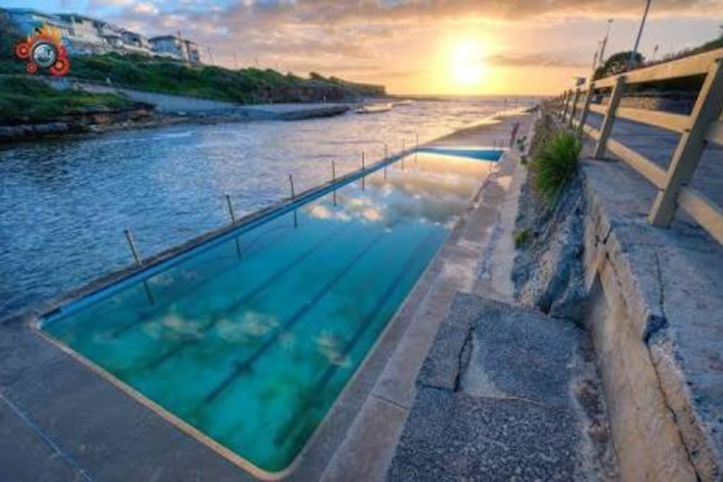 Clovelly Beach is just a few minutes walk and excellent for swimming with its sea water pool, protected beach and great for families and children