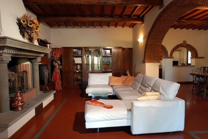 Comoda ed accogliente casa con 4 camere e giardino