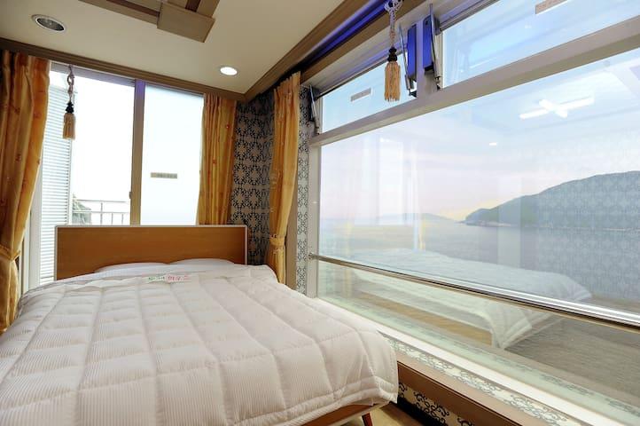 환상적인오션뷰 Tour house (B&B), 거제여행의 중심지 장승포 비앤비 - Jangseungpo-ro, Geoje-si - Apartemen