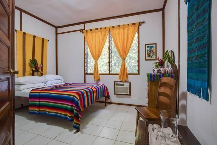 beautiful jungle property, 'economy room'-MayM - San Ignacio - Gîte nature