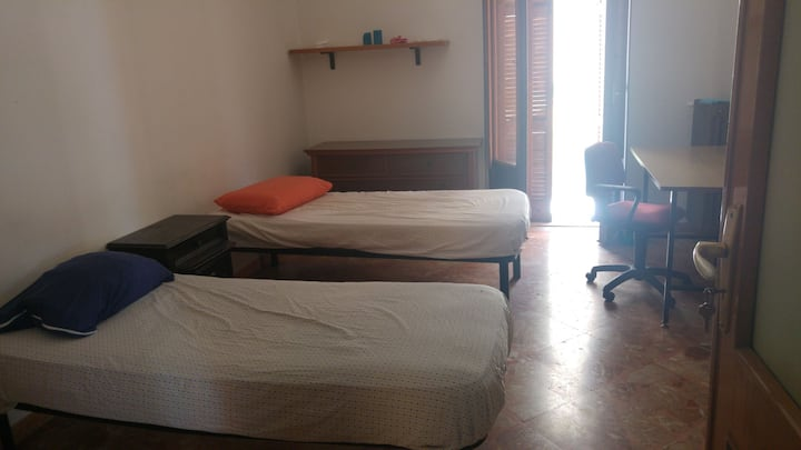 Student room, with balcon, close to the center