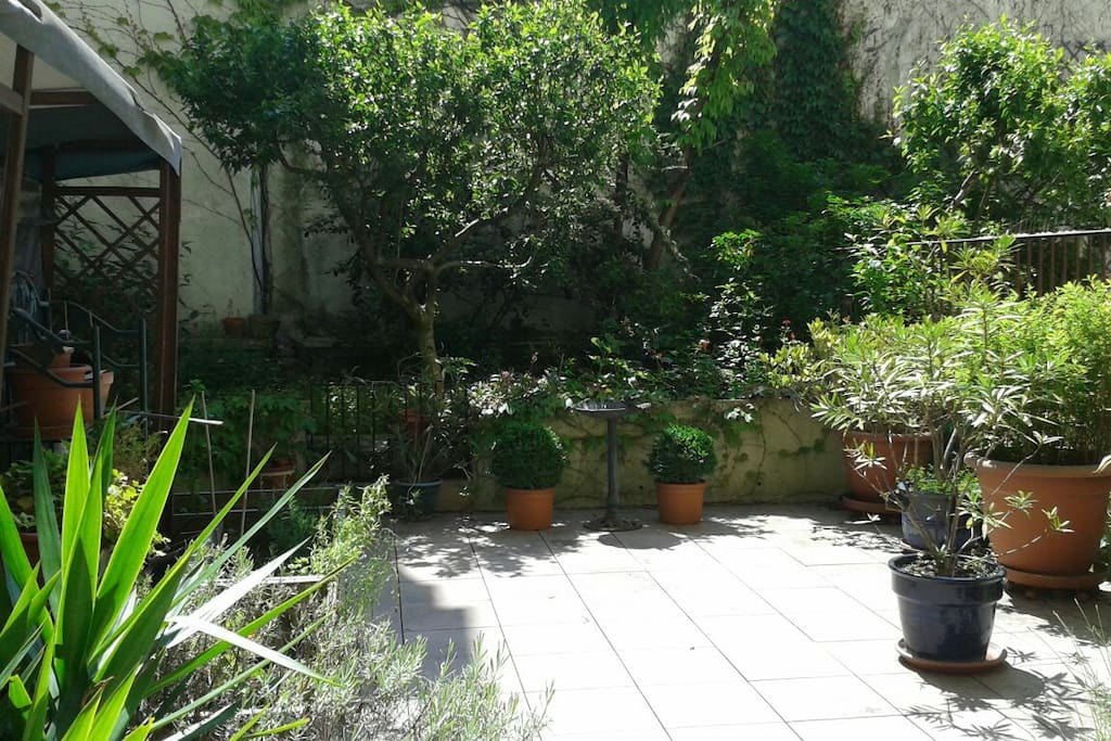 Calme avec jardin privatif appartements louer paris for Jardin potager a louer 78