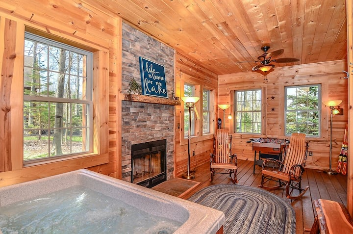 Cozy Cabin W Indoor Hot Tub 2 Wood Fireplaces Foosball Table Cabins For Rent In Oakland Maryland United States