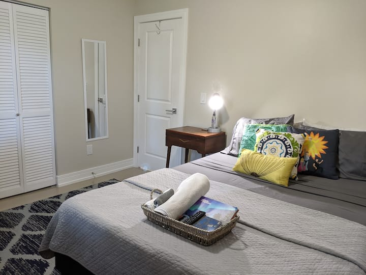 Comfy bedroom near shopping and dining