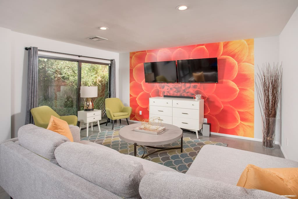 Fabulous Living room with multiple TVs for Sports Fans!