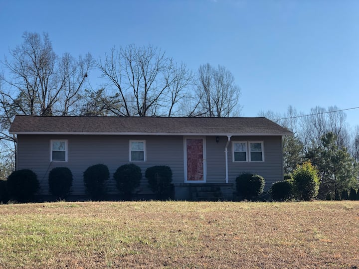 1 bedroom / 1 bath townhouse in Stokesdale, NC.