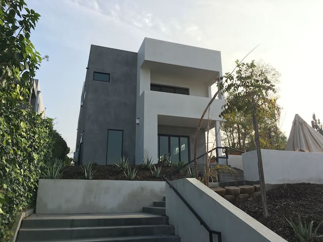 Gorgeous and Modern 3 bedroom home! - Los Angeles - Hus