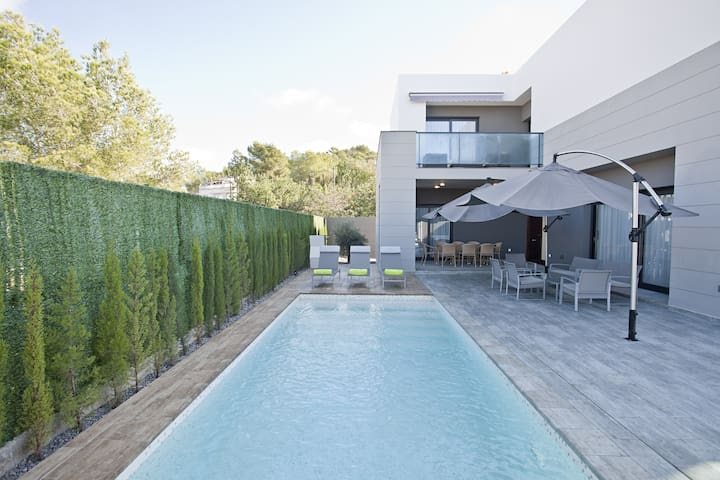 NEW HOUSE CLOSE TO PACHA & BEACH - Santa Eulària des Riu - Haus