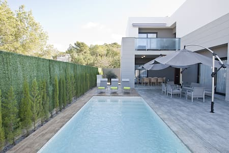 NEW HOUSE CLOSE TO PACHA & BEACH - Santa Eulària des Riu - House