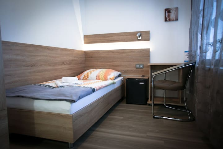 Single Room No.1 - Brno - Huis