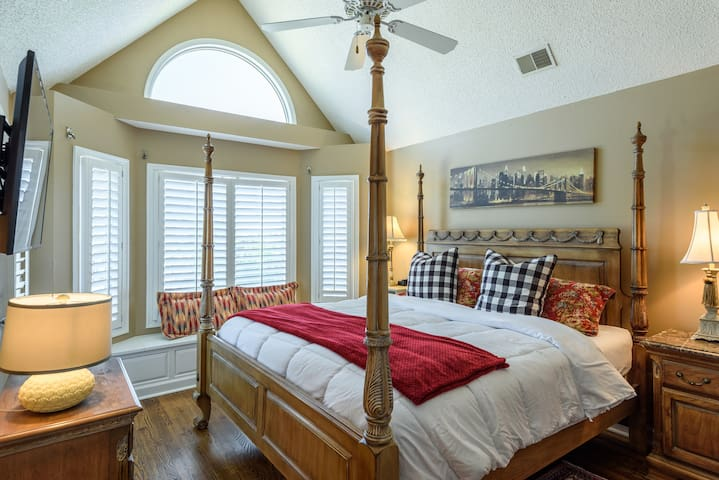 large king bedroom with private balcony and bathroom w. small deck off the front