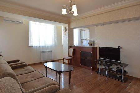 2 комнатная квартира в центре Еревана
