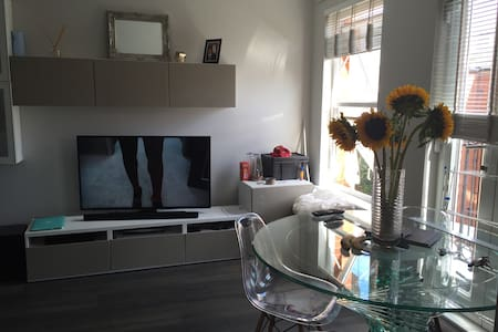 2 bed flat 1 spare room 2 beds wifi - Londen