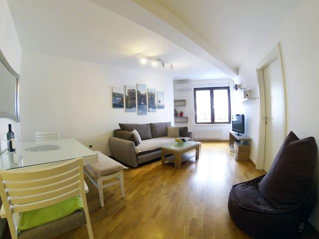 New Apartment near Skadarlija, garage - Beograd - Apartament