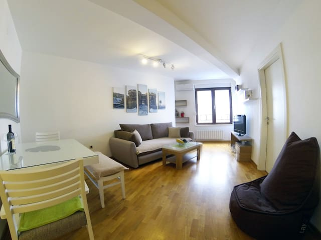 New Apartment near Skadarlija, garage - Beograd - Huoneisto