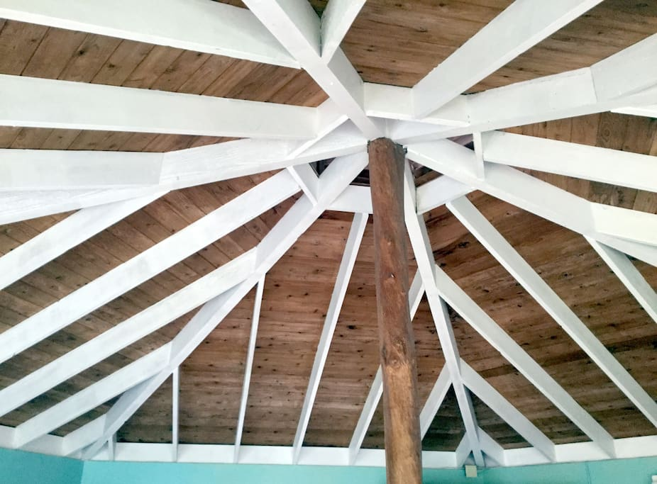 ceiling with cuppola for ventilation and ohia center pole