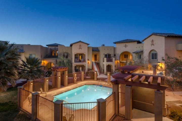 Luxury 3 BR-2 Bath, Pool, 2 patios