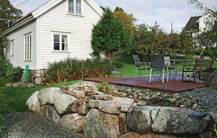 Holiday cottage with 2 bedrooms on 70m² in Skiftun