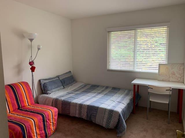 C) Standard Room: Safe / Quiet / New / View