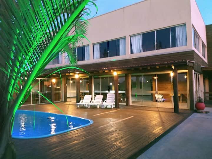Casa com piscina estilo Loft em Oásis Sul