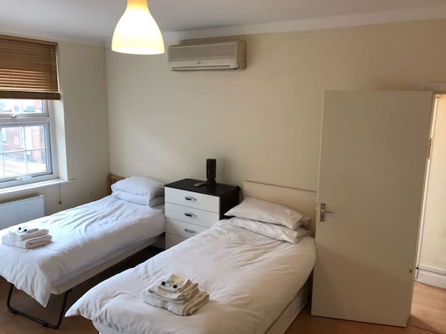 Golders Green Road apartment for 2 / 3 people