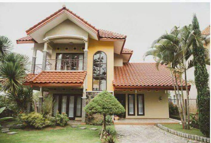 Beautiful and family freindly villa in Batu. - Batu - Vila