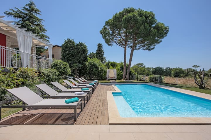 Villa with pool and sea view