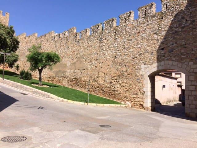 Agréable maison dans les remparts de Montblanc