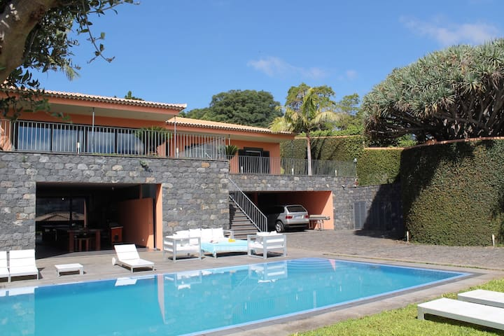 Villas In Portugal With Games Room