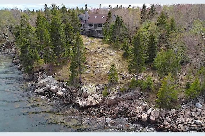 10-Acre Sleeps 12 Waterfront Schoodic w/ Prvt Cove