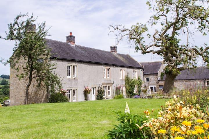 Lowfield farm farmhouse. Sleeps 18 Bakewell