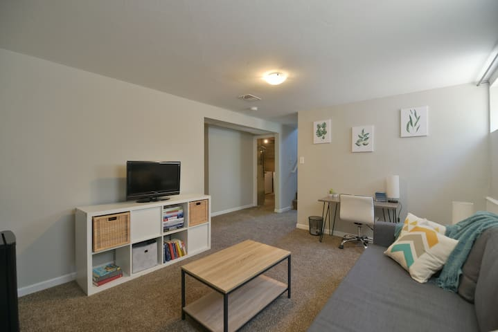 Charming Suite near Berkeley and Rocky Mntn Parks!
