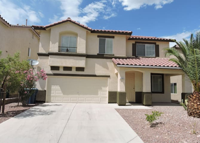 Comfortable, Spacious Home 15 min to The Strip
