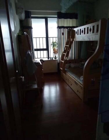 Brillant, beau, deux chambres
