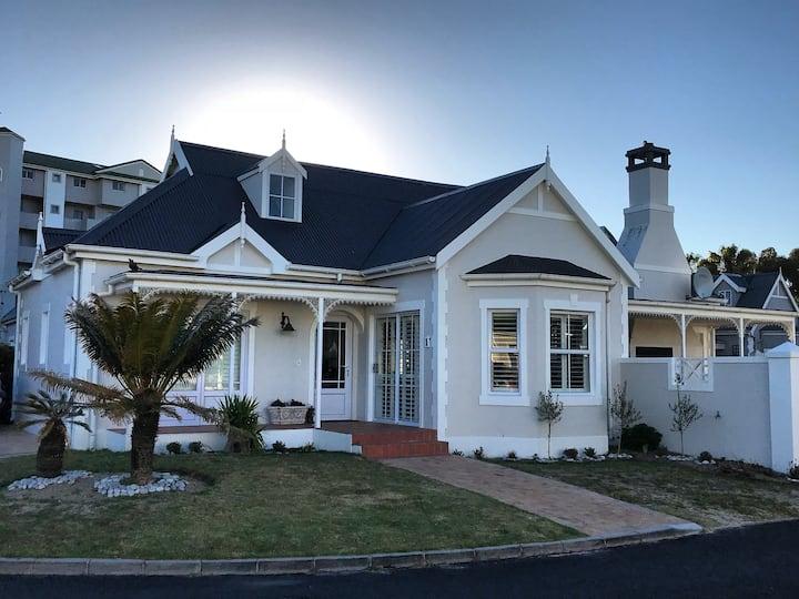 Designer Victorian beach house - sea golf estate