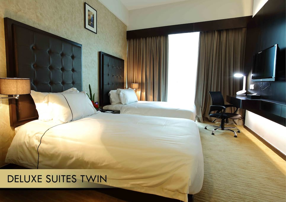 DELUXE SUITE KING OR TWIN