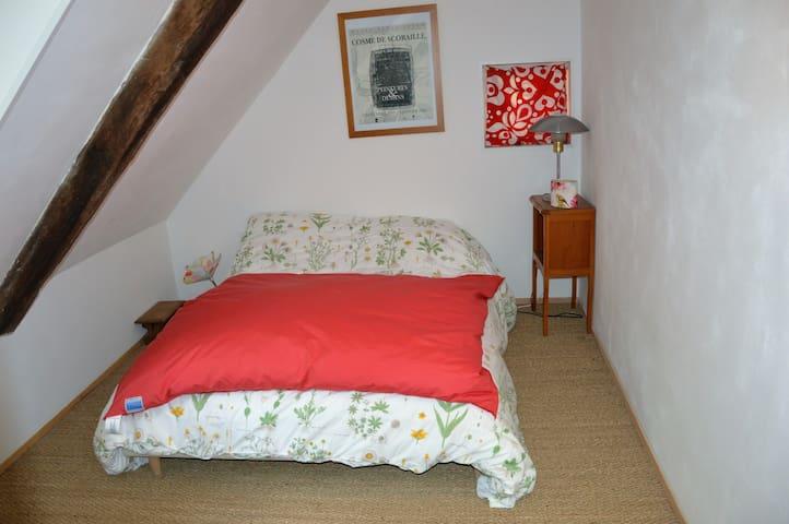 Chambre indépendante avec lit double