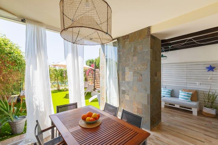 """""""Oasis del Toyo"""",jardín,terraza,parking, WIFI"""