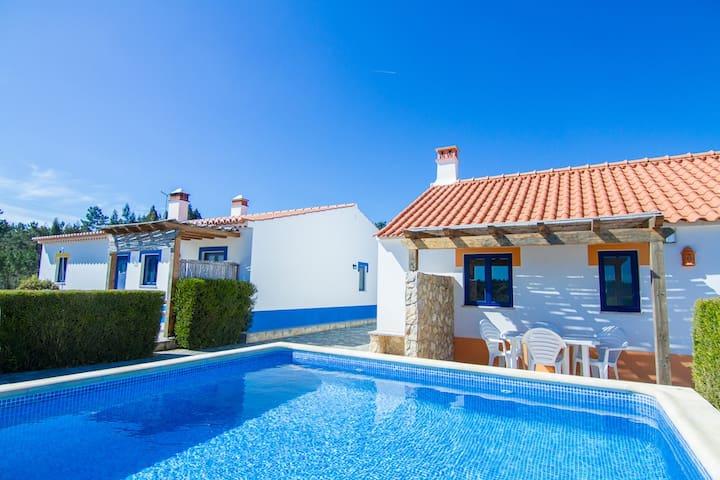 Digne Yellow Villa, Aljezur,Algarve