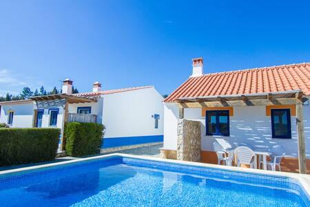 Digne Yellow Villa, Aljezur,Algarve - Aljezur - Maison