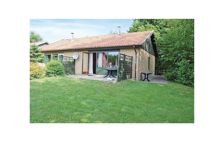 Semi-Detached with 2 bedrooms on 52 m²