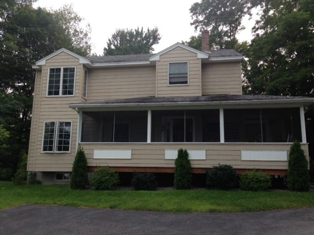 Spacious home with great lake view! - Laconia - Hus