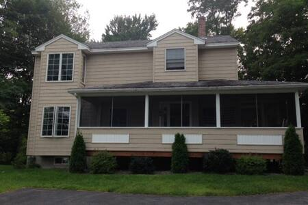 Spacious home with great lake view! - Laconia - Rumah