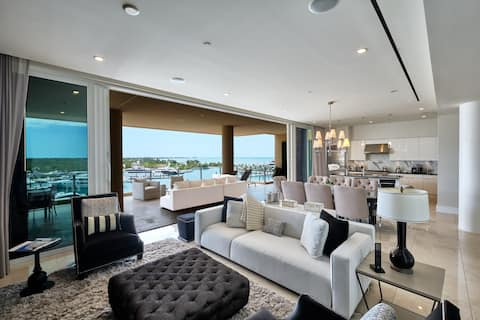 Luxury Condo in Beachfront and Golf Community