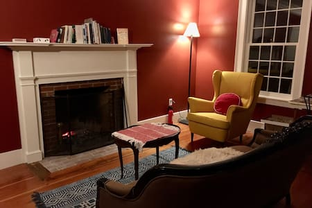 A cozy night in a historic Vermont mansion - Hartland - Hus