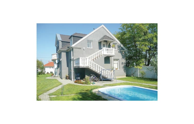 Holiday apartment with 4 bedrooms on 150 m² in Kápolnásnyék